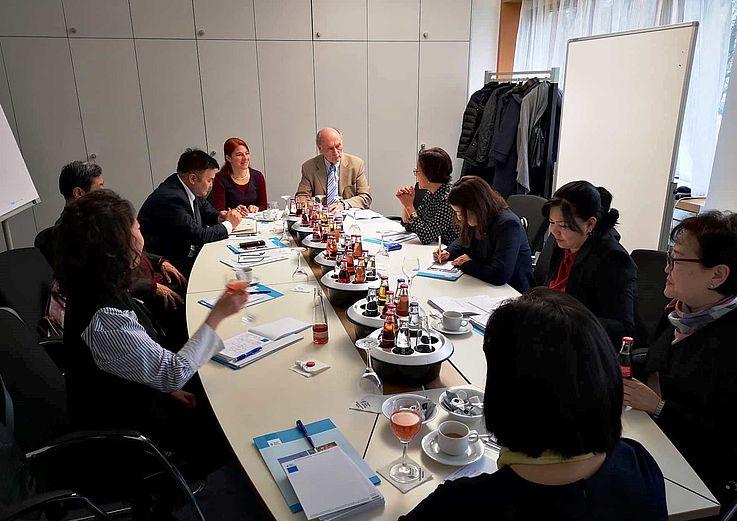Abschlussgespräch der Informationsreise mit Herrn W.Lange - Leiter des Referats Nordost- und Zentralasien der HSS