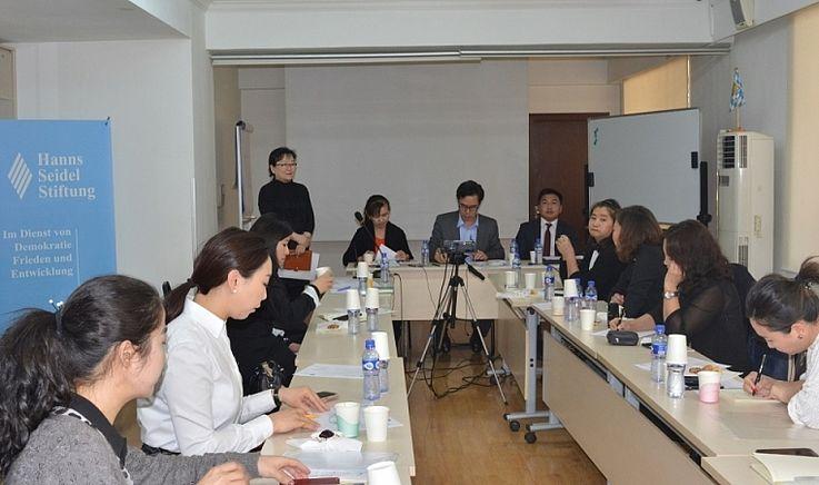 Journalisten und Juristen diskutieren zu den Themen Informationstransparenz, Staats- und Dienstgeheimnisse