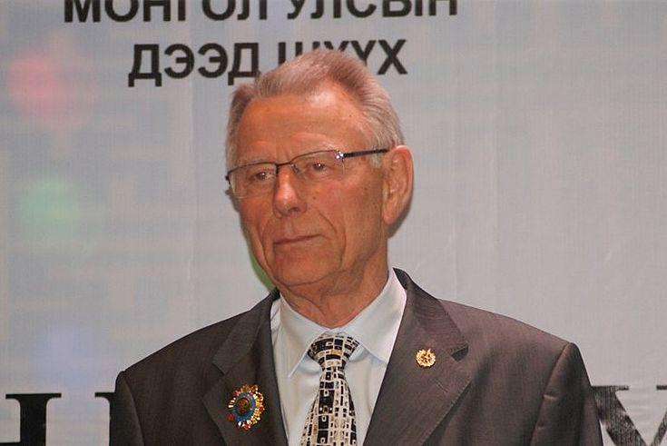Dr. Dr.h.c. Jürgen Harbich, Vorstand der Bayerischen Verwaltungsschule a.D., Träger des Bundesverdienstkreuzes, der Ehrenmedaille des Verfassungsgerichts, des Obersten Gerichts und des Justizministeriums der Mongolei