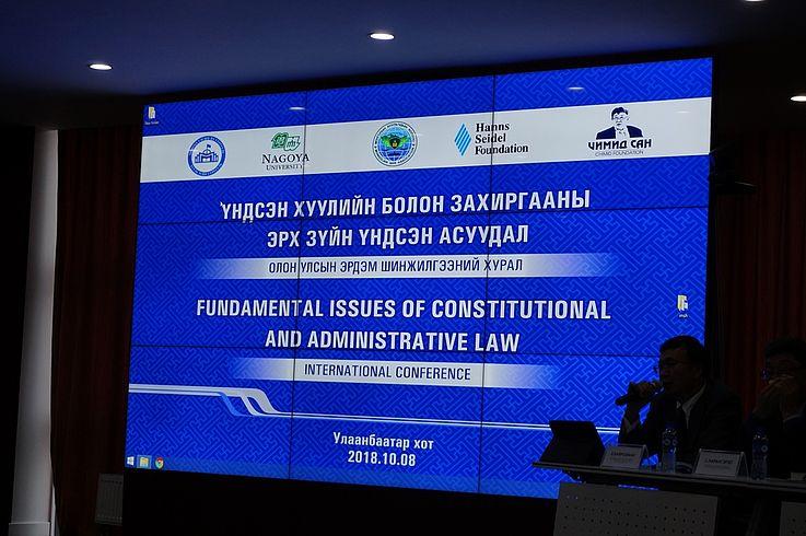 Die Konferenz fand in zweier gleichzeitig stattfindenden getrennten Sitzungen statt