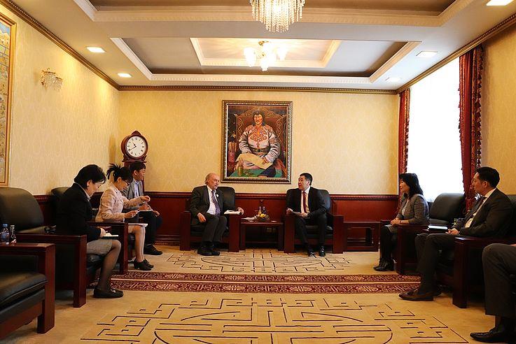 Arbeitsgespräch mit dem Präsidenten des Obersten Gerichts Kh.Batsuren