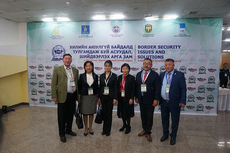 Prof. Sarantuya mit den akademischen Vertretern der Republik Burjatien der Russischen Föderation
