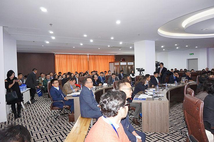 Auf der Konferenz waren die Justiz, Exekutive und Legislative sowie die akademische Institutionen vertreten