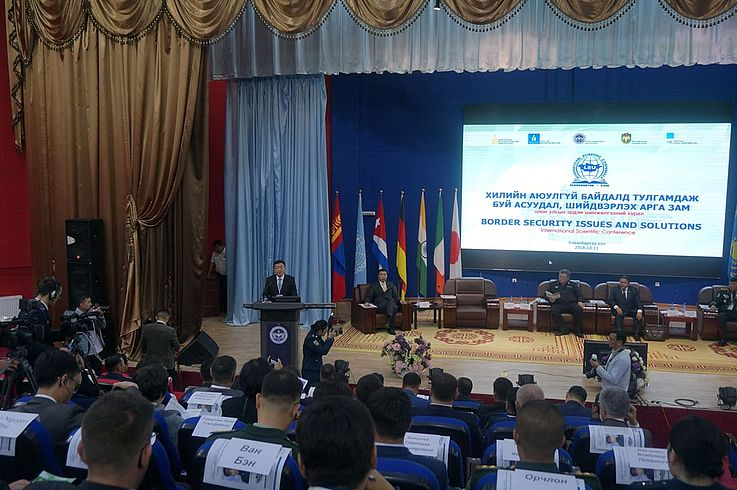 Direktor der Law Enforcement University, Oberst, Prof. Dr. U.Enkhtur eröffnet die Konferenz